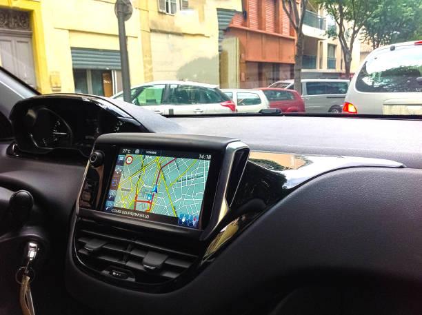 sistema de navegación en coche - sistema de posicionamiento global fotografías e imágenes de stock
