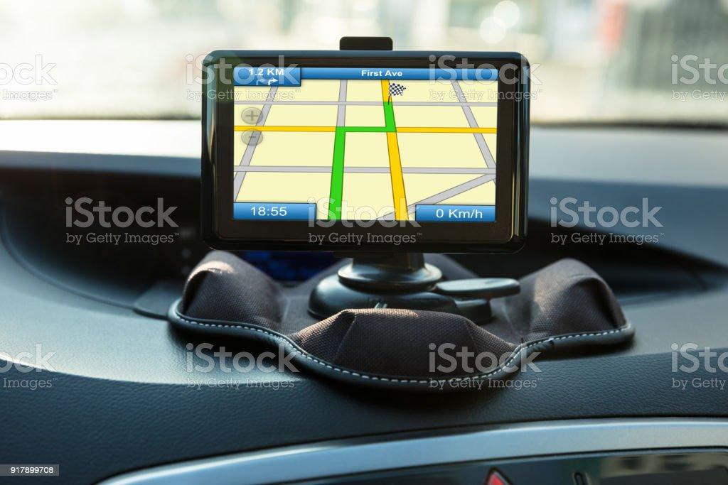 Navigeringsinstrument konceptet inuti en bil bildbanksfoto