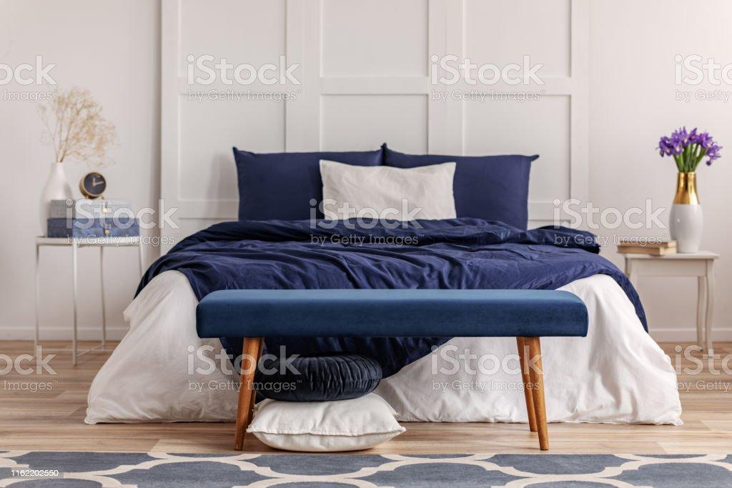 Navy Blau Schlafzimmer Interieur In Skandinavischen Wohnung Stockfoto Und Mehr Bilder Von Behaglich Istock