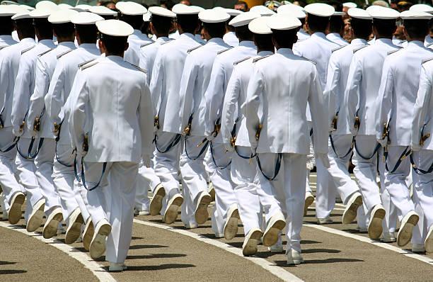 navy cadets marchando - oficial rango militar fotografías e imágenes de stock
