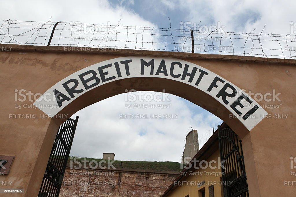 Nazi-motto Power Macht Frei in Terezin. – Foto