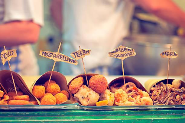 neapolitanische schnell essen - streetfood stock-fotos und bilder