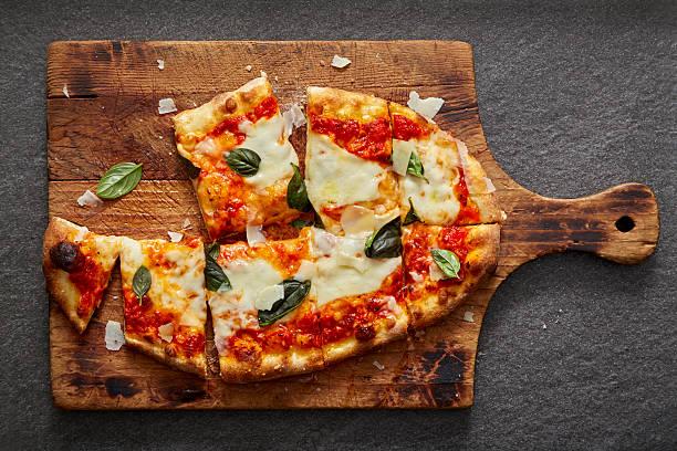 neapolitan pizza on rustic wood and stone - fladenbrotpizza stock-fotos und bilder