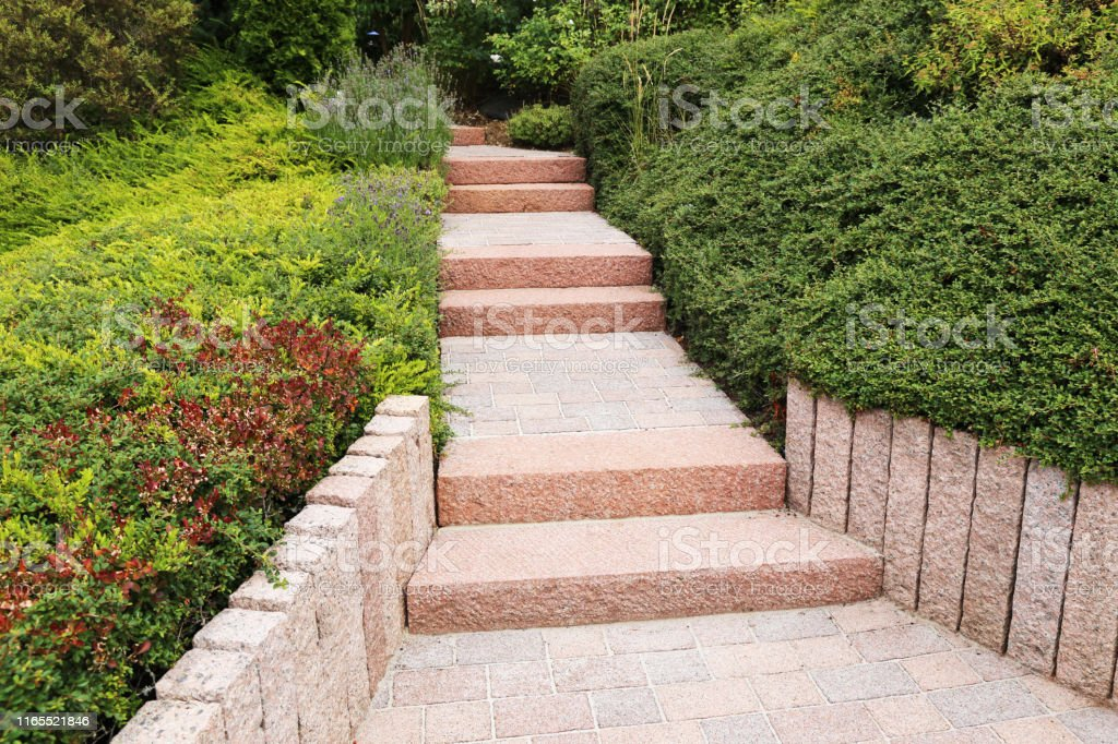 Neat And Tidy Front Yard With Solid Block Steps Decorative Gravel