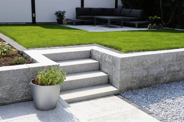 Neat and tidy garden with granite wall and solid block steps Neat and tidy garden with granite wall and solid block steps turf stock pictures, royalty-free photos & images