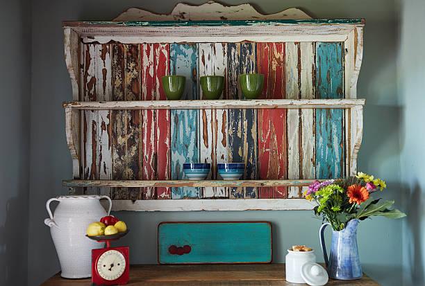 neat as a pin - landhausstil küche stock-fotos und bilder