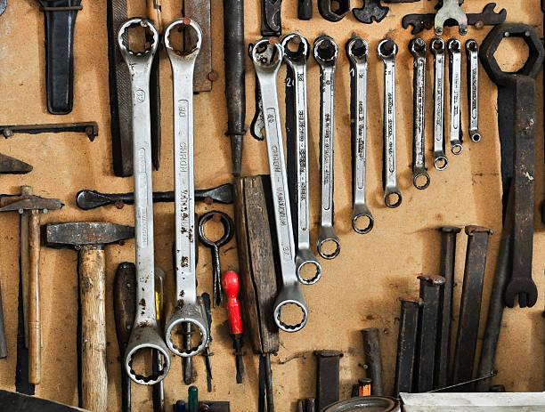 stets ordentlich organisiert tools an eine wand - bankhaken stock-fotos und bilder