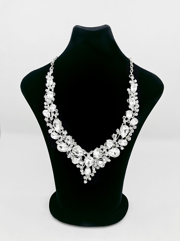 Chic elegant diamond necklace