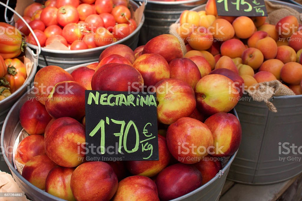 nectarines and other fruites for sale – Foto