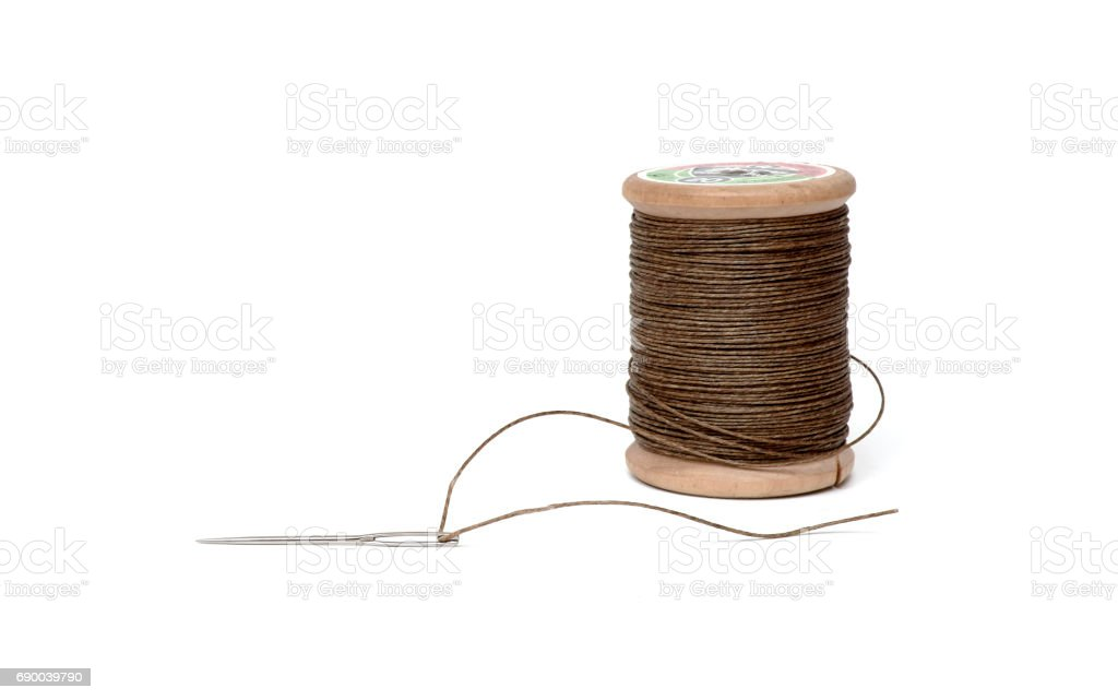 needle an spool of thread - foto de acervo