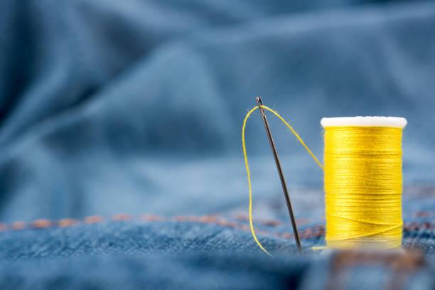 needles, yarn, sewing thread and fabric - ricamo foto e immagini stock