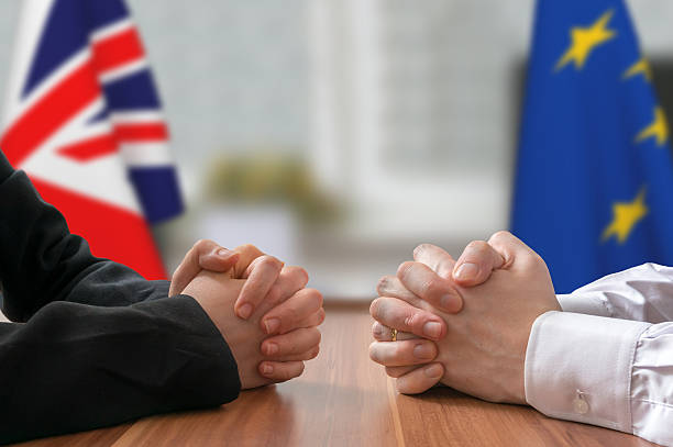 negotiation - great britain and european union (brexit). statesman, politicians. - brexit stockfoto's en -beelden