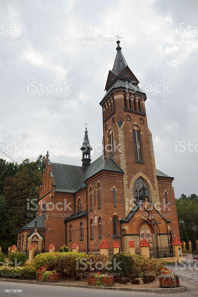 Die neugotischen Kirche St. Michael der Erzengel. – Foto