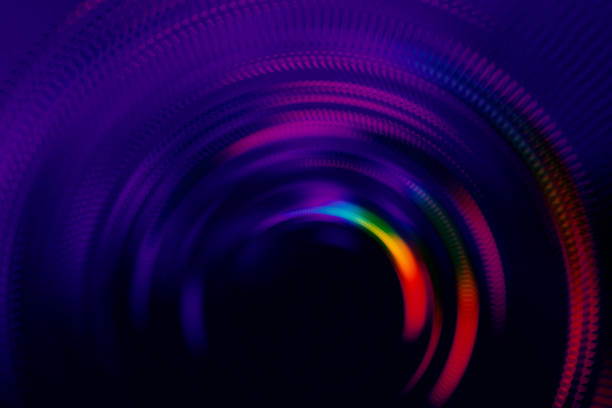 네온 다채로운 홀로그램 터널 동심 반지 검은 활력 빛나는 줄무늬 반짝 신스팝 패턴 문 모션 속도 배경 추상 복사 공간 울트라 바이올렛 빛 누출 활기찬 질감 - 자외선 차단 뉴스 사진 이미지