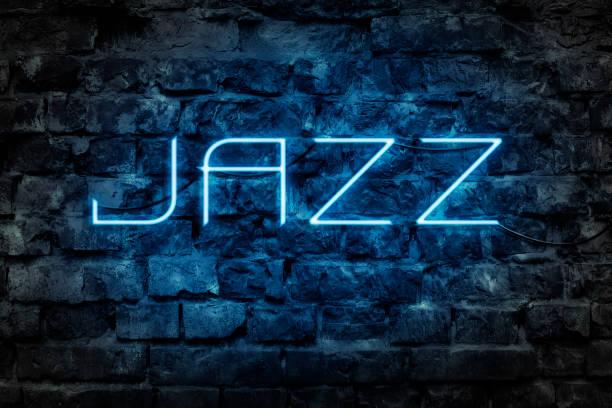 neon yazıtı jazz arka planı eski tuğla duvarın. - caz stok fotoğraflar ve resimler
