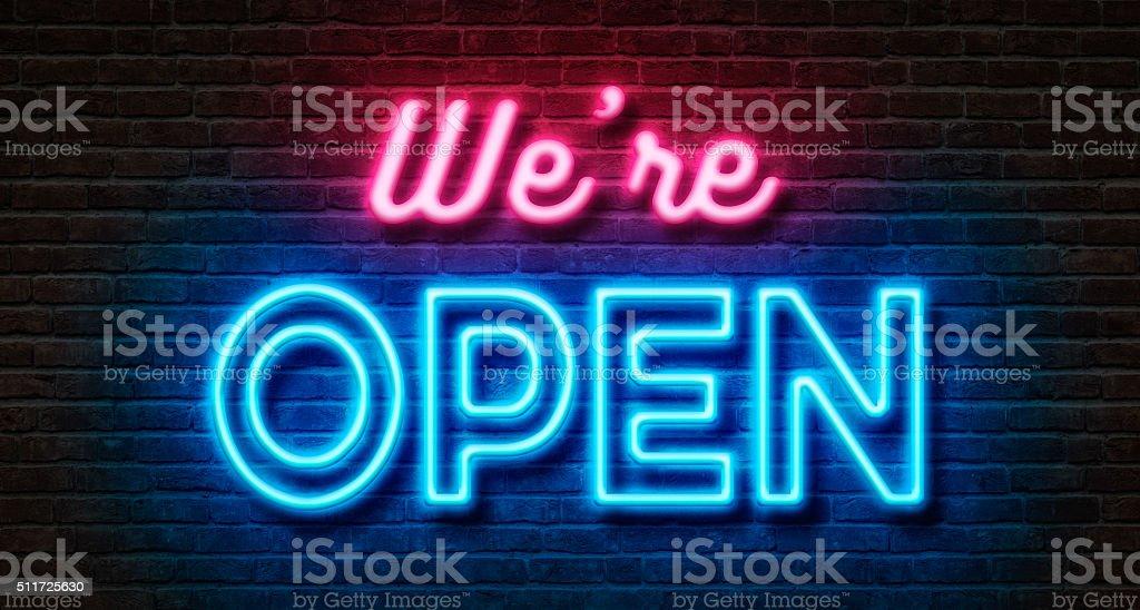 Néon sur un mur de briques-Nous sommes ouverts - Photo