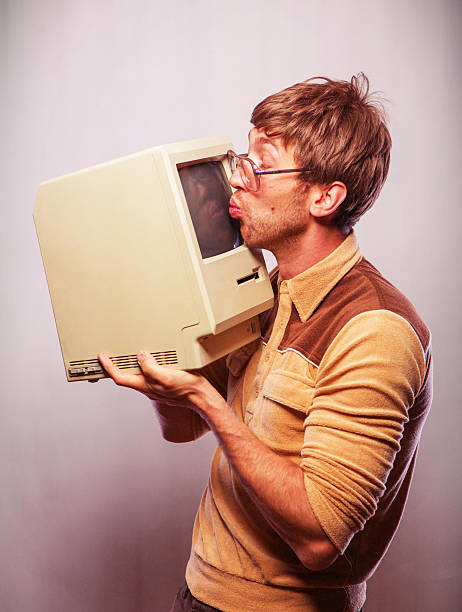 Nerd Kissing Computer - foto de stock