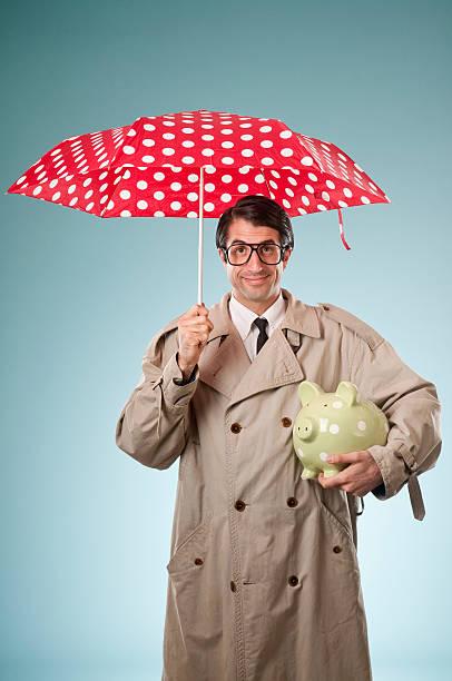 naiv geschäftsmann mit regenschirm und sparschwein. - rentenpunkte stock-fotos und bilder