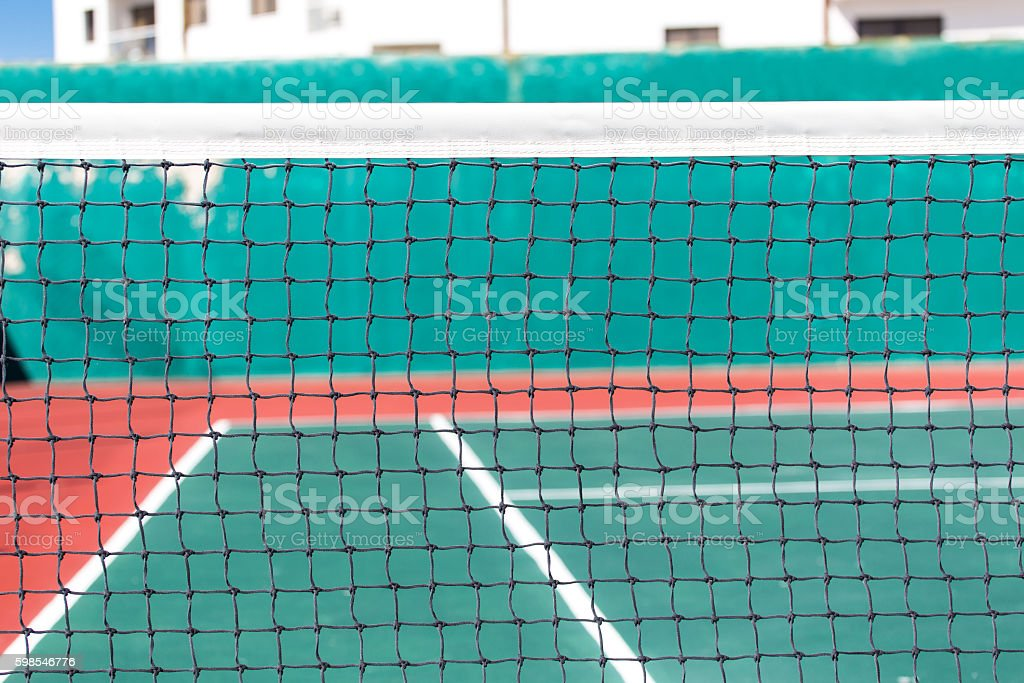 Net for playing tennis on outdoor court photo libre de droits
