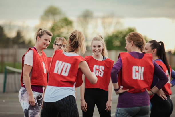 ligação da equipe de netball - girl power provérbio em inglês - fotografias e filmes do acervo