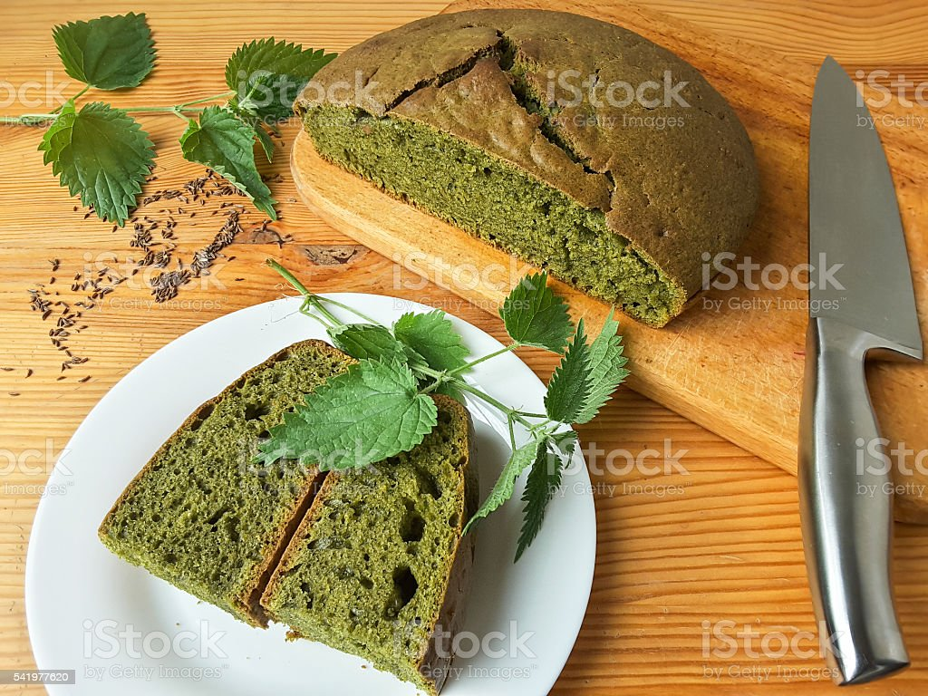 Nettles green round bread, weed dough, wild plants cooking стоковое фото