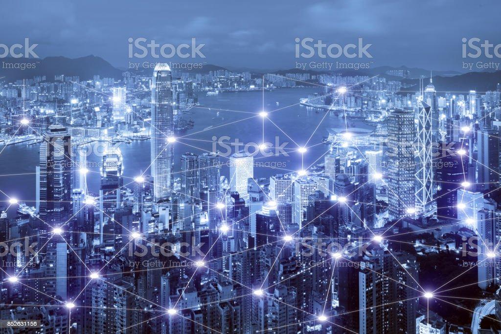 Nätverk affärssystem anslutning på Hong Kong smart stad scape i bakgrunden. Nätverk anslutning affärsidé bildbanksfoto