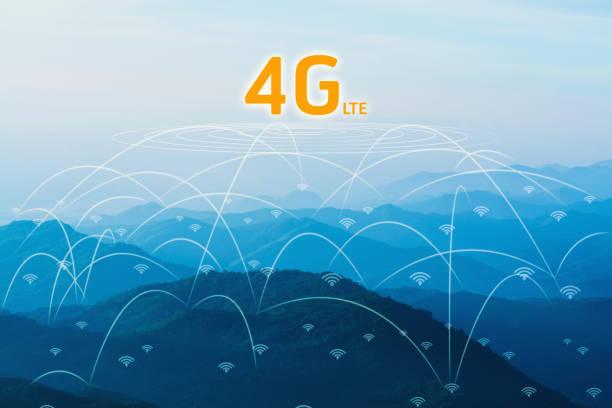 4g network concept in landscape nature mountain forest - 4g foto e immagini stock