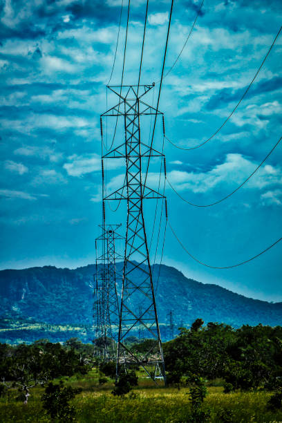 Netzwerk von Elektrizität Türme im ländlichen Raum – Foto