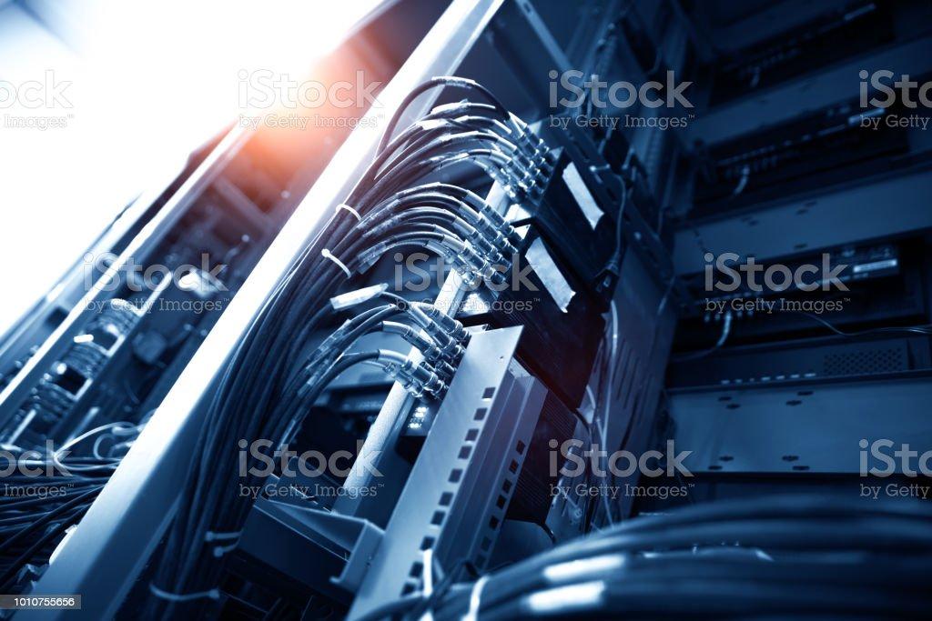 Netzwerk-panel, Schalter und Kabelfernsehen in Daten Zentrum – Foto