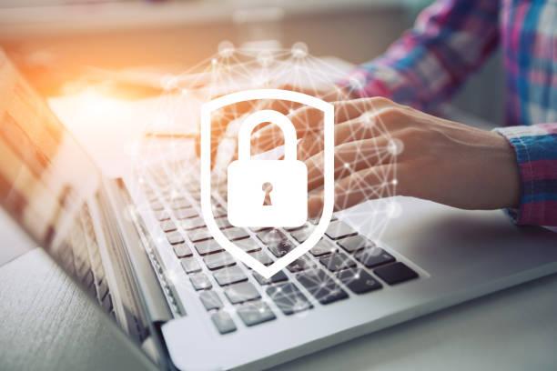 icona di sicurezza di rete con diagramma grafico sullo schermo mobile. - protezione foto e immagini stock