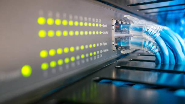 network switch and ethernet cables connected - kabel komputerowy zdjęcia i obrazy z banku zdjęć