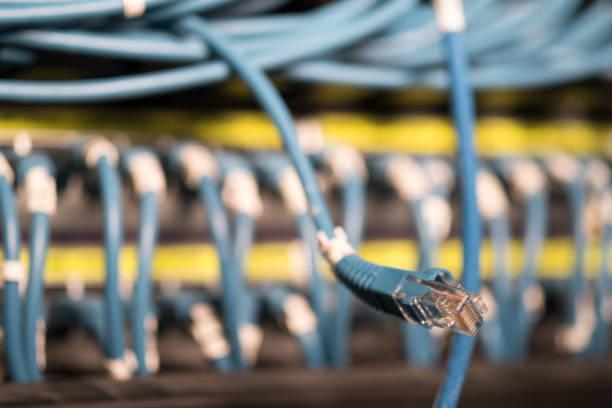 netzwerk-kabel - tods online stock-fotos und bilder