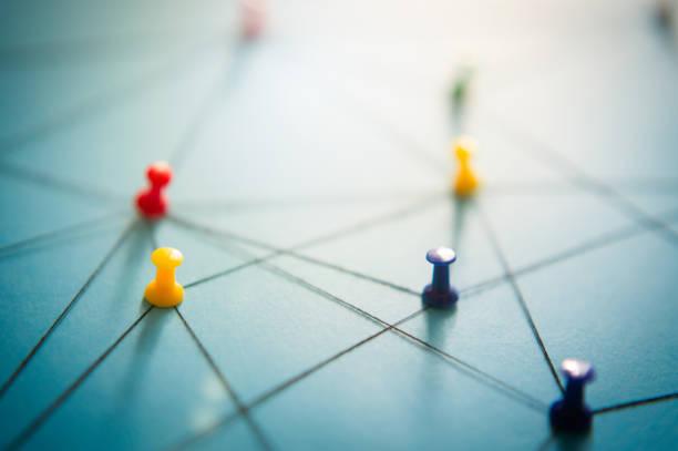 netzwerk mit stiften, nahaufnahme - strategie stock-fotos und bilder