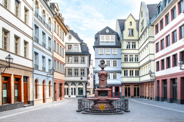 neue frankfurter altstadt - oude stad stockfoto's en -beelden