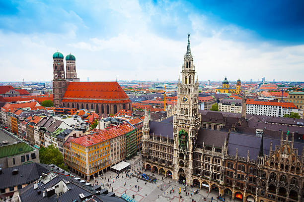 neues rathaus glockenspiel, frauenkirche bavaria - marienplatz bildbanksfoton och bilder