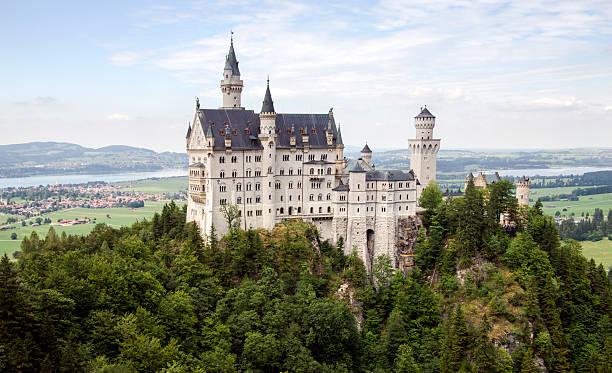 Neuschwanstein castle bavaria germany picture id502733750?b=1&k=6&m=502733750&s=612x612&w=0&h=i 6rbrgd4wighlmr3bpchyi73ghmq0sbjkqxx3pnkhq=