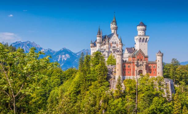 Neuschwanstein castle bavaria germany picture id907876196?b=1&k=6&m=907876196&s=612x612&w=0&h=iadxln8tvhthuvzcy6mpqy9gxvyxfwiivfgw9mmi8im=