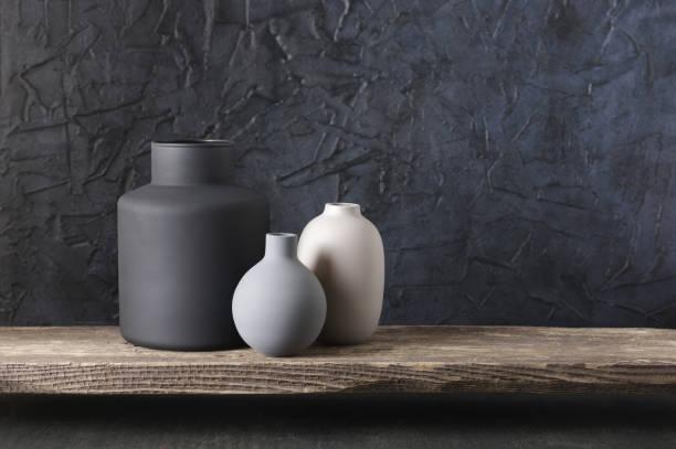 neutrale farbige wohnkultur - keramik vase stock-fotos und bilder