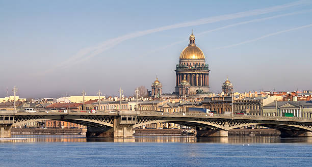 neva river with isaakievsky cathedral in st.petersburg, russia - neva stockfoto's en -beelden