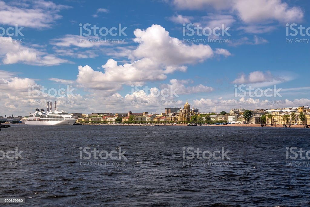 Neva riverside of Saint Petersburg under blue sky zbiór zdjęć royalty-free