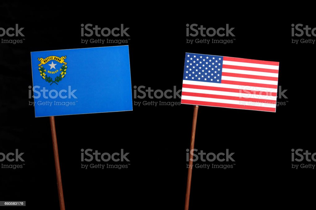 Bandeira de Nevada com bandeira EUA isoladas no fundo preto - foto de acervo