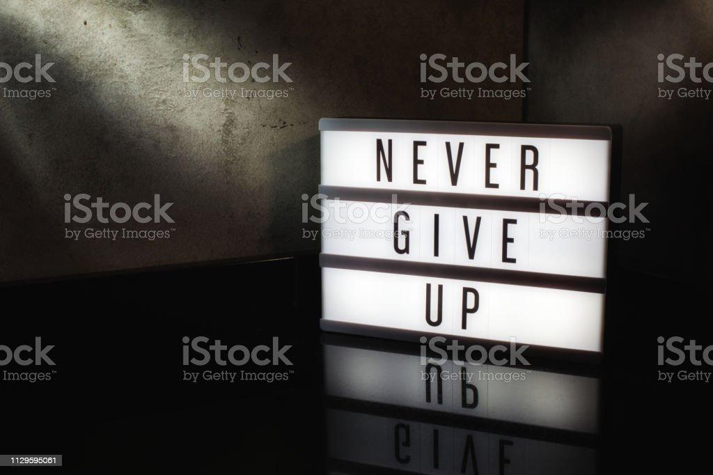 Foto De Nunca Desista Motivacional Mensagem Em Uma Caixa De