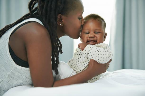 daha önce hiç böyle sevmemiştim. - new born baby stok fotoğraflar ve resimler