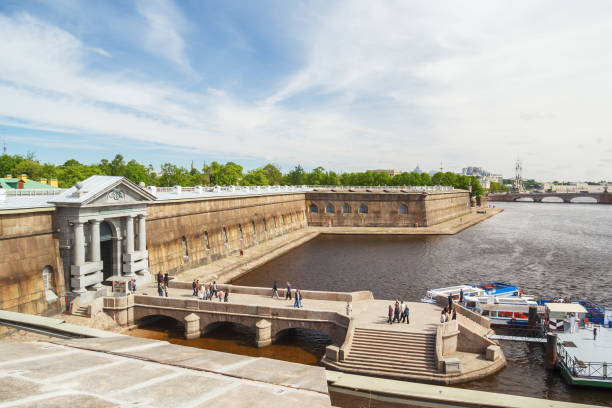 Cтоковое фото Nevskaya pier and the Commandant's Gate in the Peter and Paul Fortress of St. Petersburg