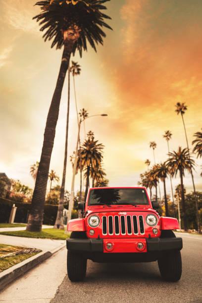 neuer 2019 jeep wrangler in beverly drive los angeles - colorado plateau stock-fotos und bilder