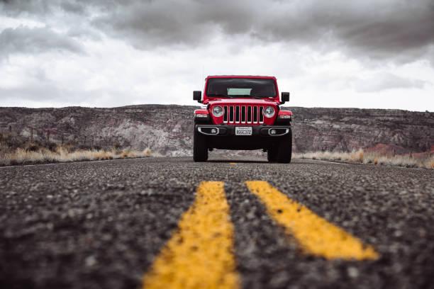 neu 2019 jeep wrangler in page city, arizona - colorado plateau stock-fotos und bilder