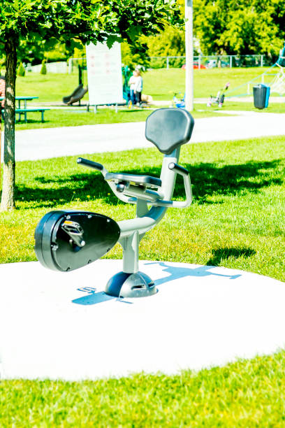 Nouveau module d'entrainement pour adulte New facility for adults in a park in the city of Acton Vale in Quebec. Public park. Several accessible devices. The whole located in Donald Martin Park in Acton Vale in Montérégie, Quebec. ville stock pictures, royalty-free photos & images