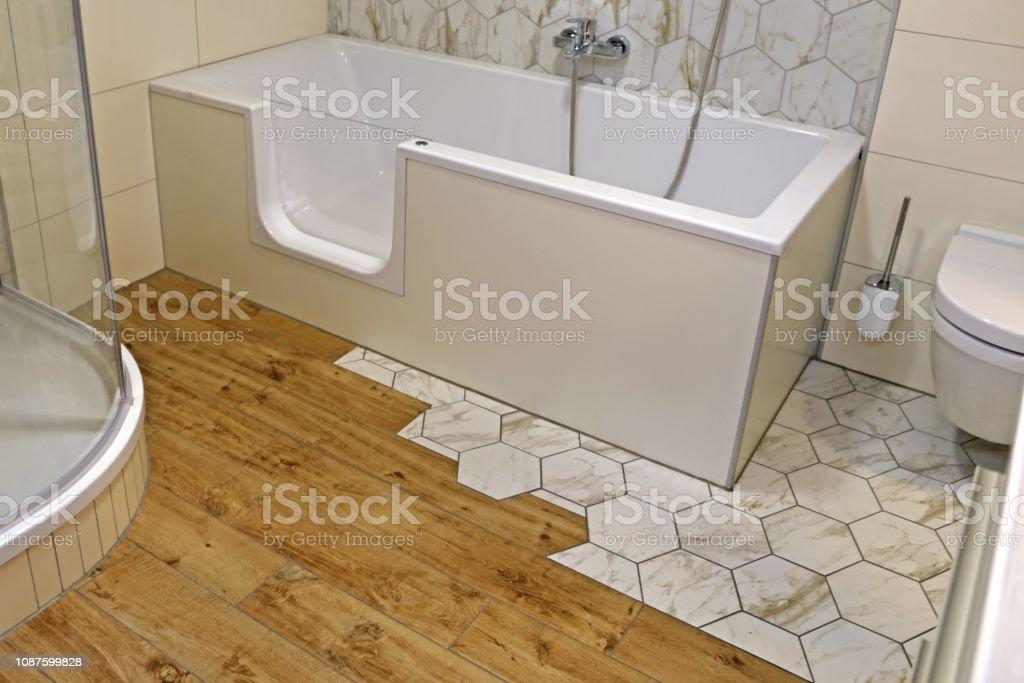 Neues und modernes Badezimmer – Foto