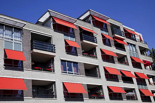 neue apartments - outdoor sonnenschutz stock-fotos und bilder
