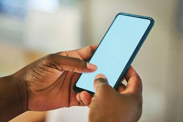 una nueva aplicación con cada toque - black people fotografías e imágenes de stock